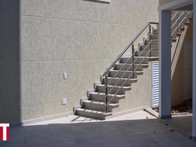 Escada Externa em Granito Branco Siena Levigado