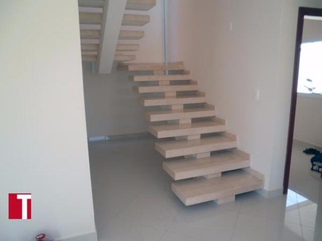 Escada Formato Caixote em Mármore Crema Marfil
