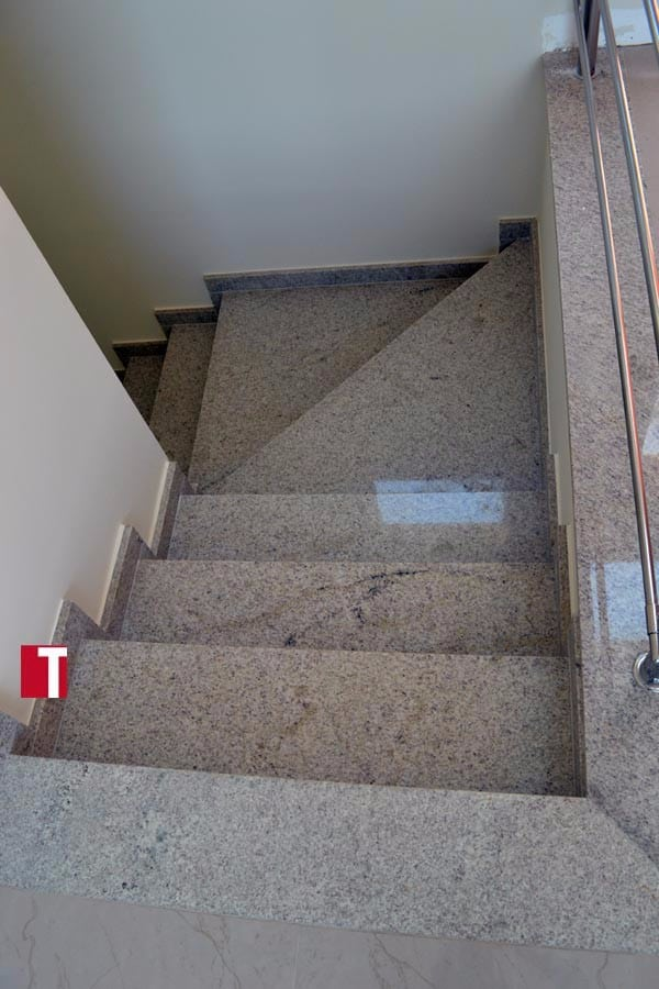 Escada em Granito Branco Siena