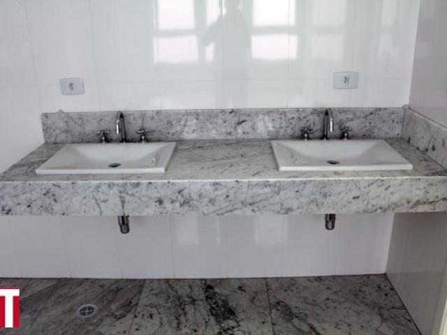 Lavatório em Mármore Carrara Com Duas Cubas de Sobrepor