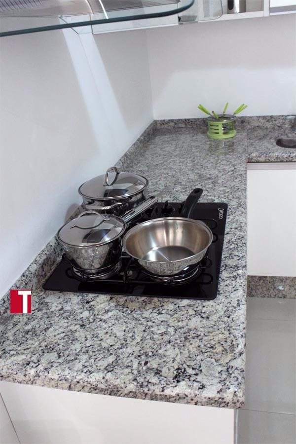Pia de Cozinha em Cinza Café Imperial com Acabamento Boleado Duplo