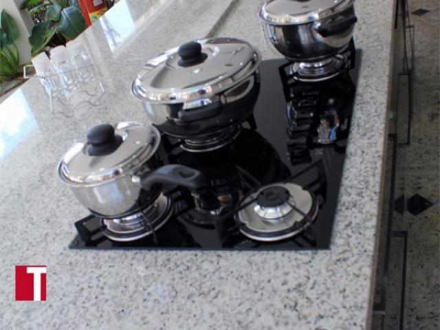 Pia de Cozinha em Granito Branco Polar com Acabamento Reto 004cm