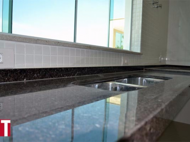 Pia de Cozinha em Granito Café Imperial com Acabamento Meia Esquadria 006-cm