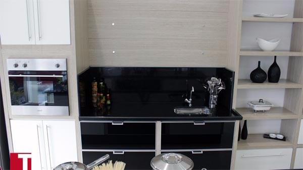Pia de Cozinha em Granito Preto São Gabriel com Acabamento Reto 004cm