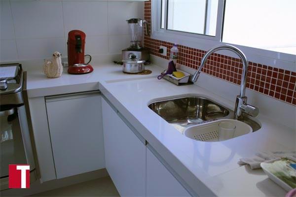 Pia de Cozinha em Silestone Blanco Zeus com Acabamento Meia Esquadria 006cm