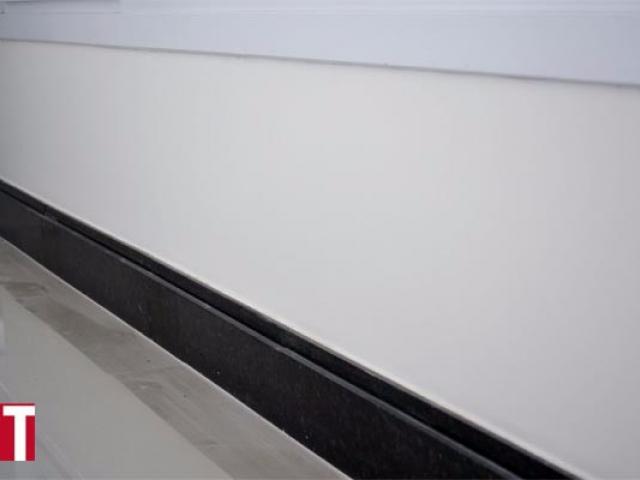 Rodapé em Granito Verde Ubatuba com rebaixo de 0,02cm